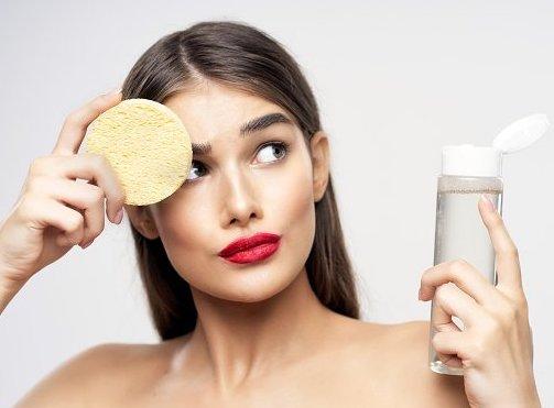 Почему нужно смывать макияж на ночь?