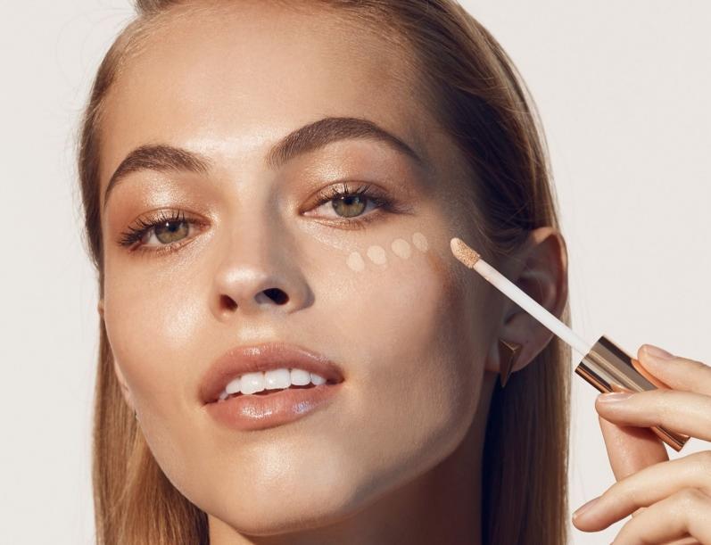 Как замаскировать усталые глаза с помощью макияжа?