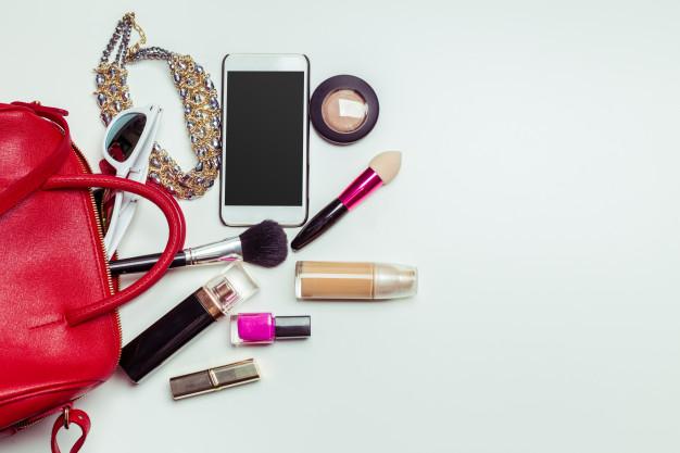 10 предметов для ухода, которые должны быть в женской сумочке